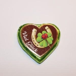 Silvester-/Neujahrs-Pralinenherz, mit Hufeisen, Marienkäfer auf Kleeblatt und Schriftzug Viel Glück