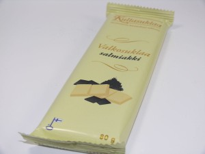 Kultasuklaa - weiße Schokolade mit Lakritzstücken