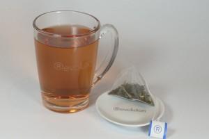 Revolution Tea  / Tee - Glas mit Logo - 320 ml + Tellerchen
